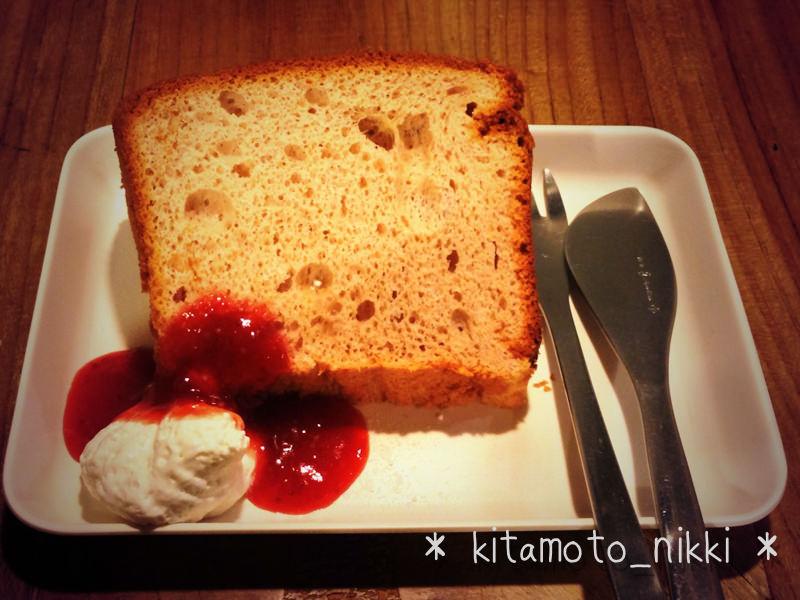 カラクにいちごのシフォンケーキ。おみやげにコーヒー豆「ルワンダ」ゲット!