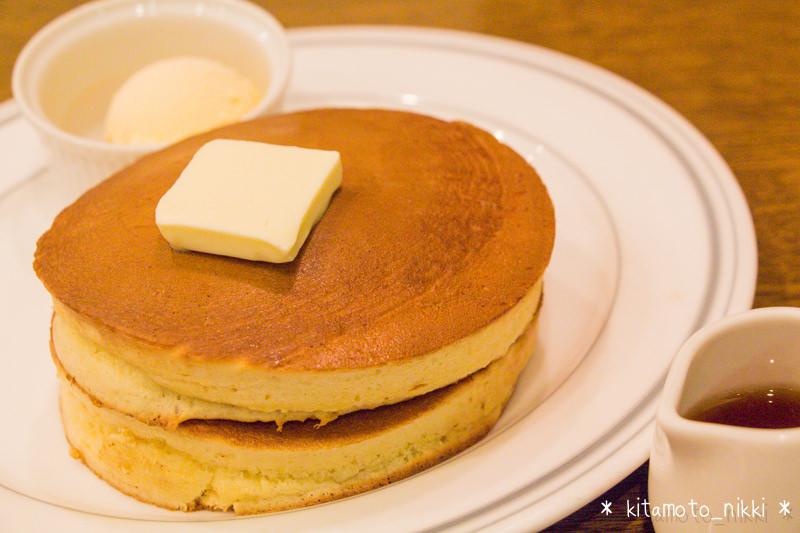 【珈琲館】昔ながらのサクッと甘いホットケーキ。