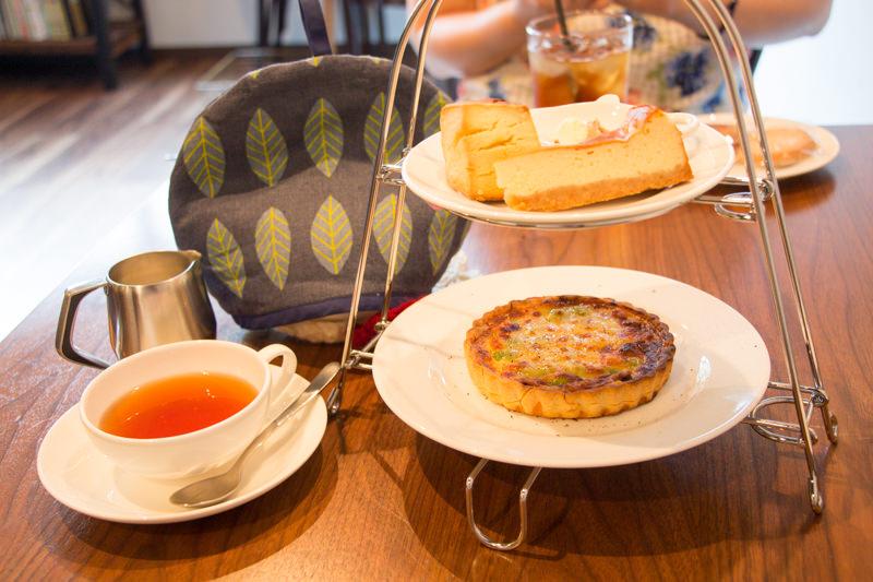 紅茶専門店「ポルコポルコ」でアフタヌーンティーを楽しむ