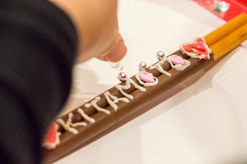 【工場見学後のお楽しみ】グリコピア・イーストのオリジナルデコポッキー作りがとっても楽しい!